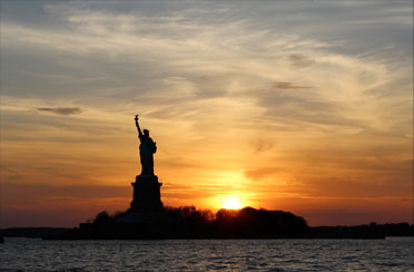 Brooklyn Sunset Cruise on Yacht Manhattan