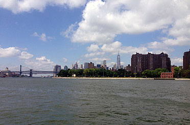 Private Architecture Tour around Manhattan by boat.