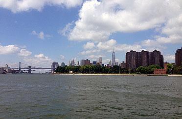 Private Architecture Tour around Manhattan by boat.